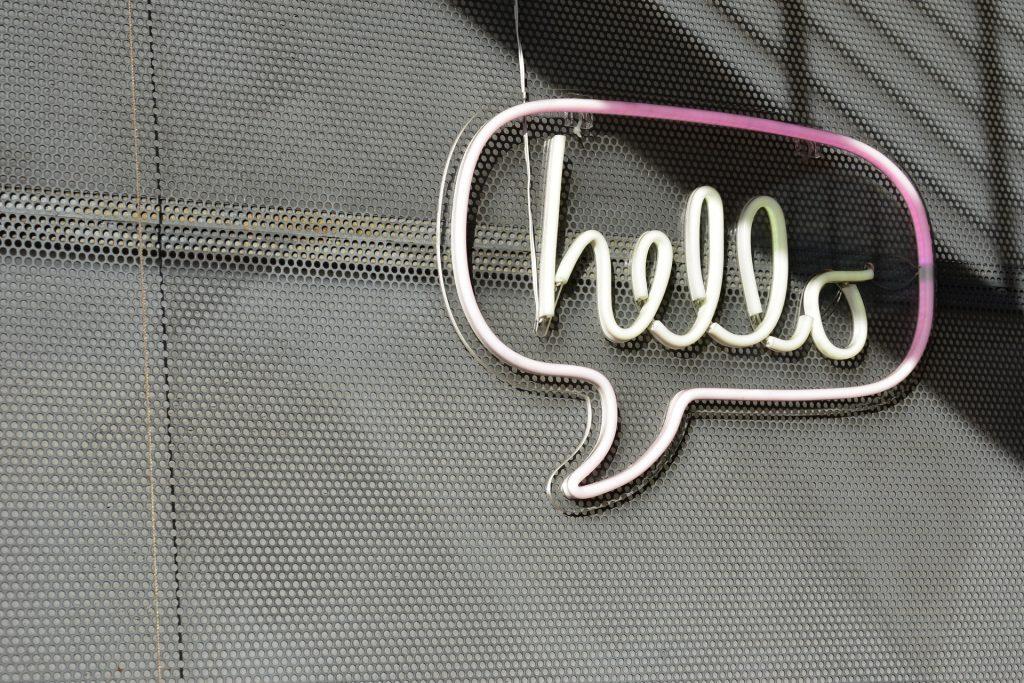 La tua azienda deve comunicare offline e online in modo coerente, diretto al target ed efficace.